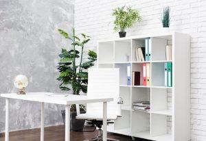 Home office je bezvadná věc, ale musíte na ni jít prakticky. Co si pořídit kromě počítače?