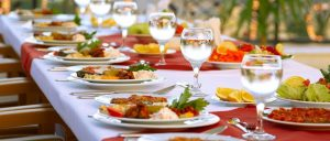 Zábava a dobré jídlo? Co je víc! Jak si vybrat tu nejlepší cateringovou firmu?